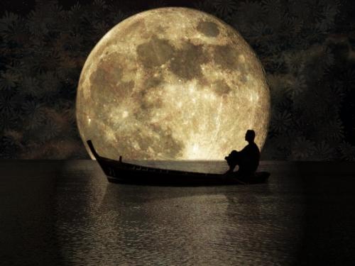 Linfluenza Della Luna Sul Mare Su Bisbigli Donde