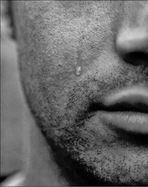 uomo-lacrima